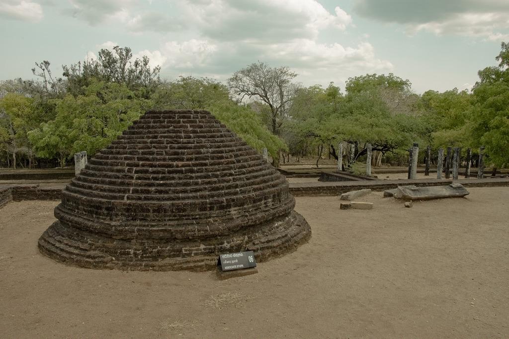 Sri Lanka archaeology photo