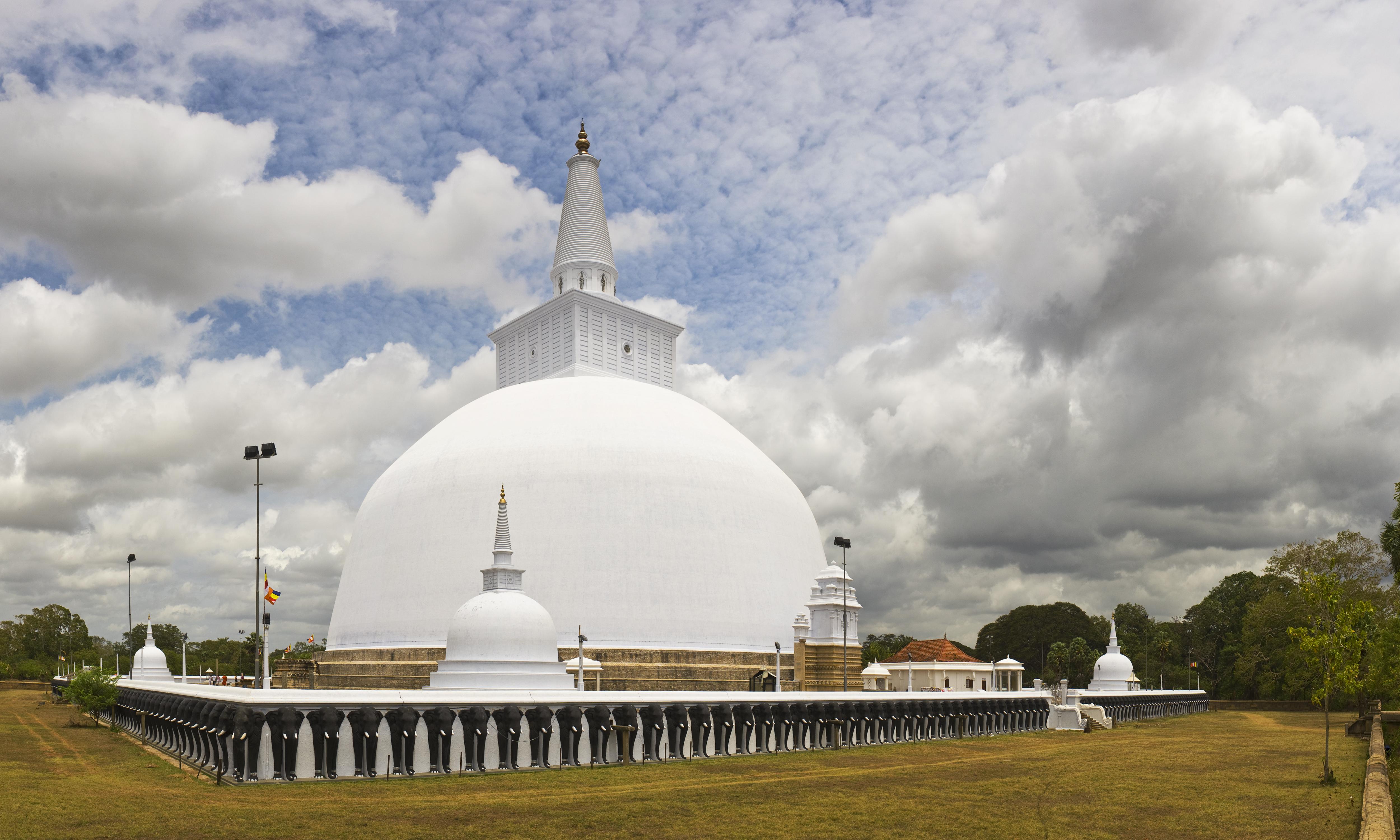 2.Visit to Ruwanweli Seya Dagoba
